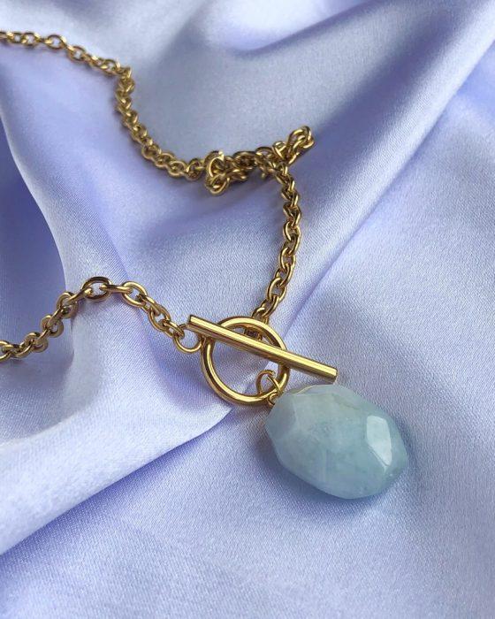 Aquamarine gold chain
