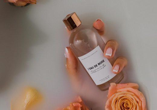 Natural rosa damascena water mist